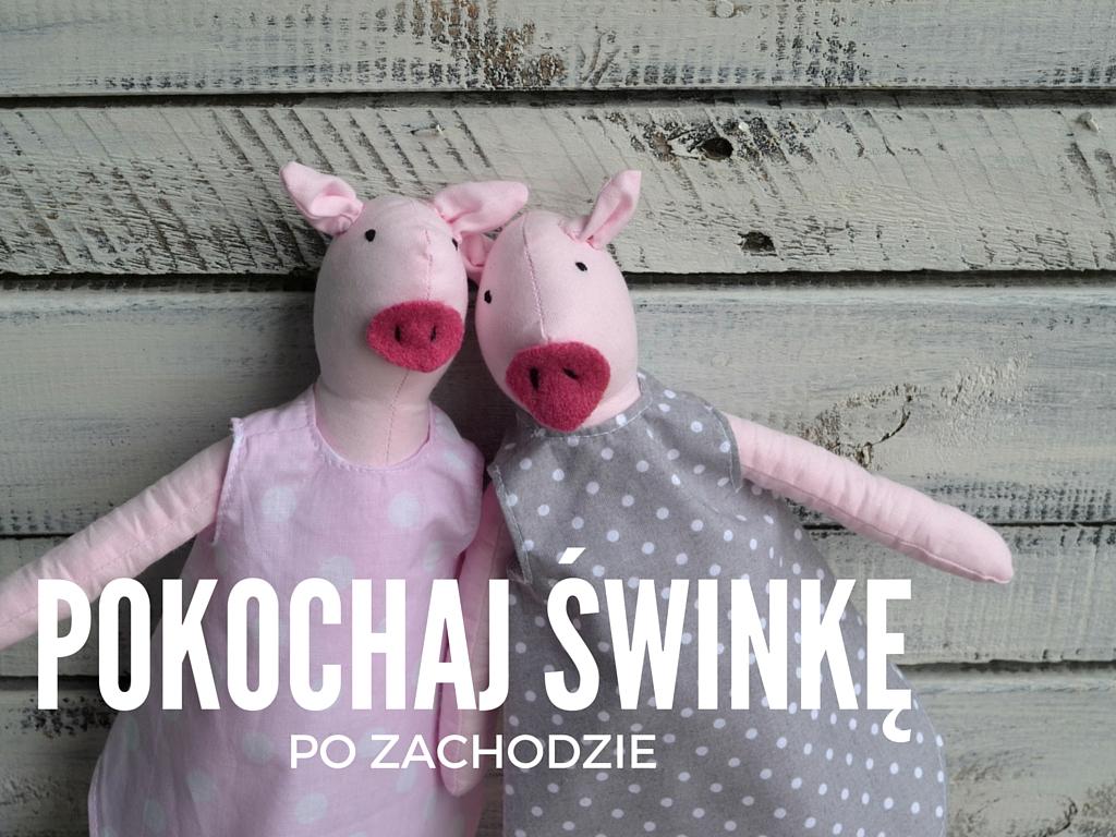 """Nie tylko świnka Peppa to fajna świnka. Poznaj świnki, ręcznie szyte maskotki marki """"po zachodzie"""". Nasza świnka maskotka jest jak Peppa różowa i nadaje się do kochania. Do wyboru w sklepie: maskotki świnki w bawełnianych fartuszkach oraz świnki w spódniczkach tiulowych (tutu). Ręcznie szyta przytulanka świnka wykonana jest z bawełny, nie ma niebezpiecznych elementów, można ją prać."""